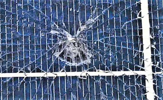 台風被害によるパネル破損
